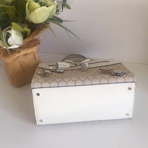 kate spade Bags - Kate spade Hayes bee embellished small Satchel